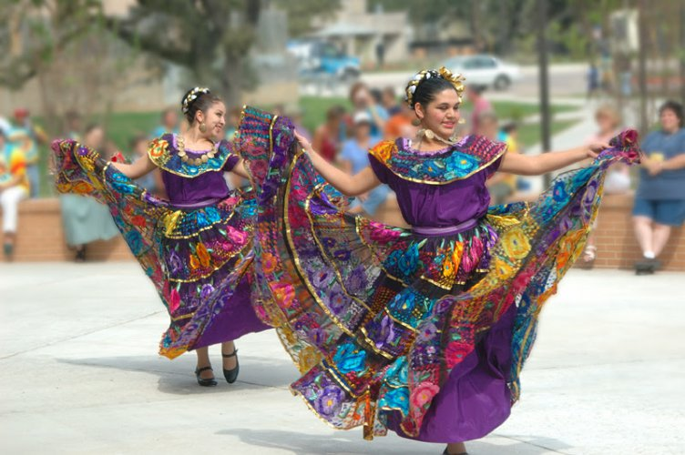 """Austin Community College (ACC) celebrates Hispanic Heritage Month with its 11th annual Díez y Seis event Monday, September 17, from noon to 1 p.m. at Riverside Campus (1020 Grove Blvd.).      Former Texas Senator Gonzalo Barrientos, who served in the Texas legislature from 1975 to 2007, will serve as special guest speaker.      """"As one of the first Mexican-Americans to represent Travis County in the Texas Legislature, Barrientos is credited with helping pave the way for Latinos in local, state, and national"""